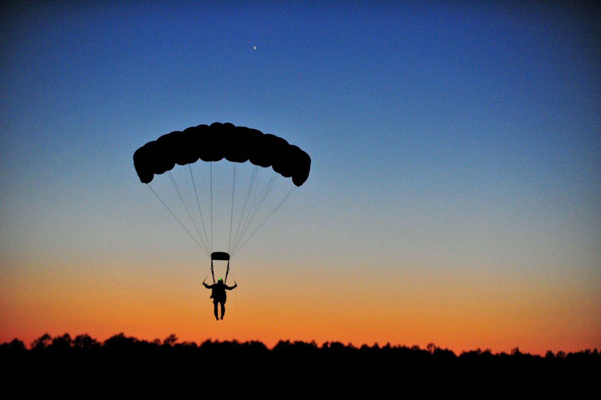 parachuting-80095_1920