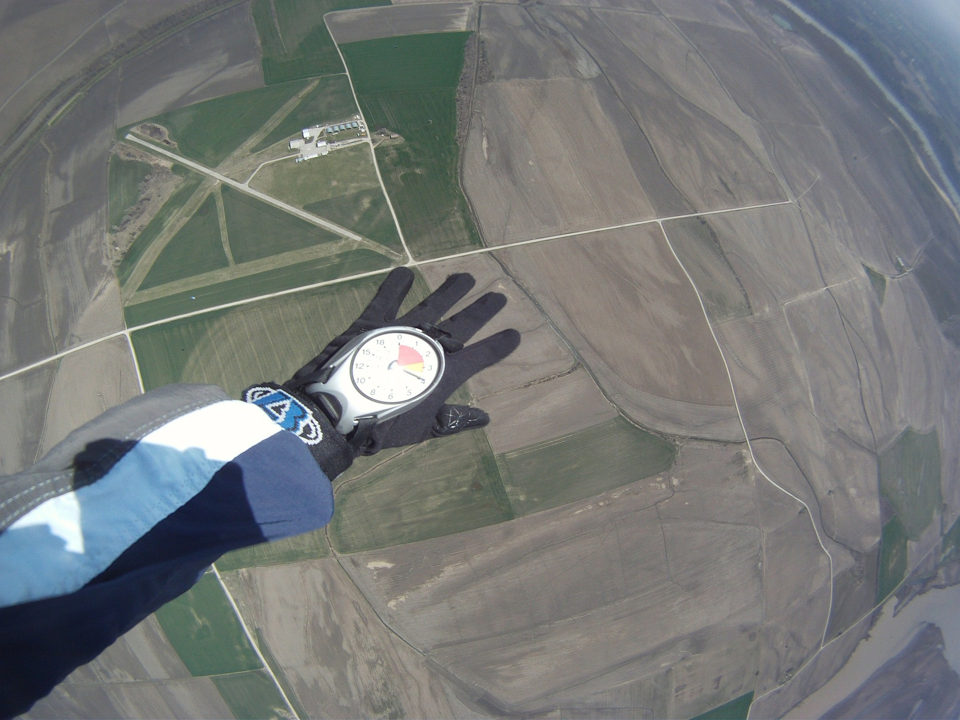 skydiving-270141_1920