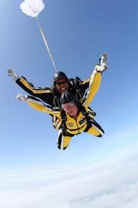 tandem-skydivers-713705_1920